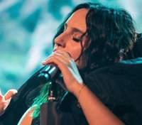 У чорній сукні: Джамала показала зворушливі кадри із першого концерту під час карантину – фото