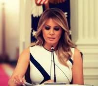 В стильном комбинезоне: Мелания Трамп показала образ в Белом доме