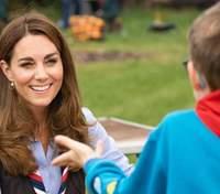 В голубой рубашке и джинсах-скинни: новый образ Кейт Миддлтон – фото