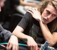 """Мексиканець """"втер носа"""" зіркам покеру і виграв майже 400 тисяч доларів"""