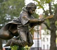В Лондоне открыли памятник Гарри Поттеру: фото