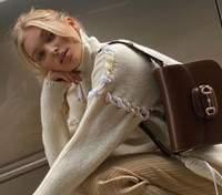 Вагітна Ельза Госк продемонструвала стильний образ у мінісукні: фото