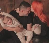 Светлана Тарабарова поделилась новой фотографией с новорожденной дочкой