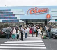 """Із київського супермаркету """"Сільпо"""" терміново евакуювали людей через задимлення: відео"""