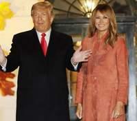 У замшевому пальті: Меланія Трамп вразила образом на Геловін – фото