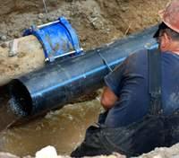 Струя сбила с ног и протянула трубой: появились подробности гибели коммунальщика в Киеве