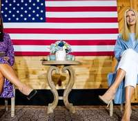 У блакитному пальті: Іванка Трамп постала перед публікою у бездоганному образі – фото