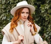 """Наталя Денисенко приміряє весільну сукню у серіалі """"З ким поведешся"""": перші фото"""