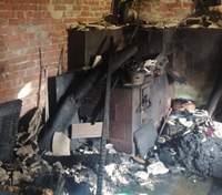 Возле Львова случился ужасный пожар: погиб мужчина – фото пожарища