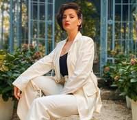 В белом костюме: Оля Цибульская покорила роскошным образом – фото