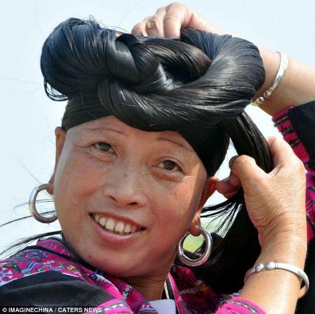 Жители китайской деревни Хуанглуо стригут волосы один раз в жизни