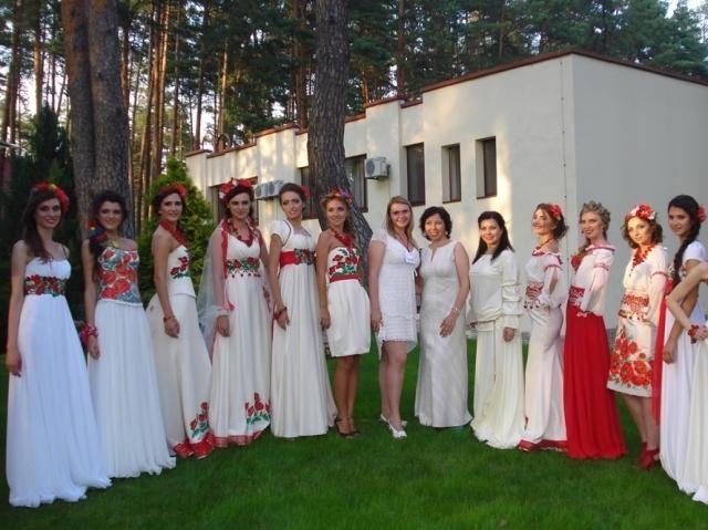 Показ весільних суконь в українському стилі - 24 Канал 8e1a47a70638d