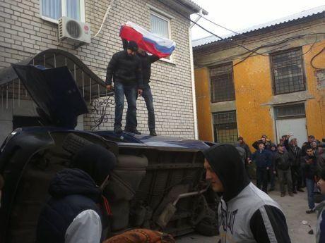 В Харькове пророссийские активисты подожгли