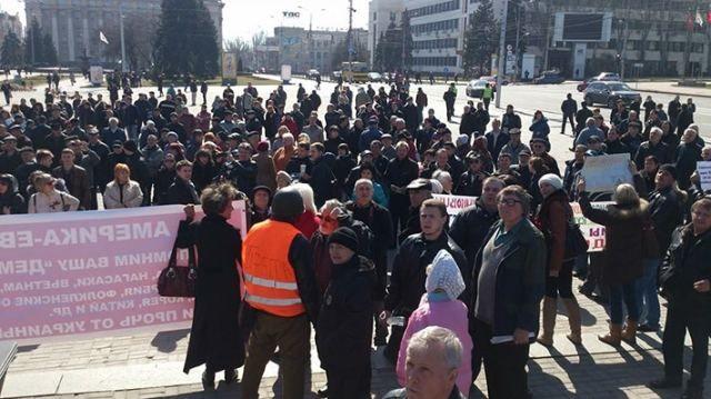 Янукович – наш законный президент, – в Донецке проводят митинг [Фото]