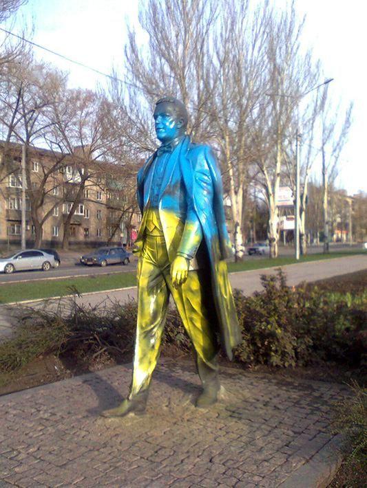 В Донецке Кобзон стал желто-синим [Фото]