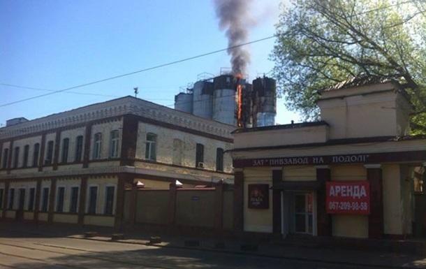 В Киеве горит пивзавод [Фото]