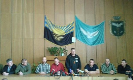 В Славянске террористы показали прессе заложников-иностранцев [Фото]