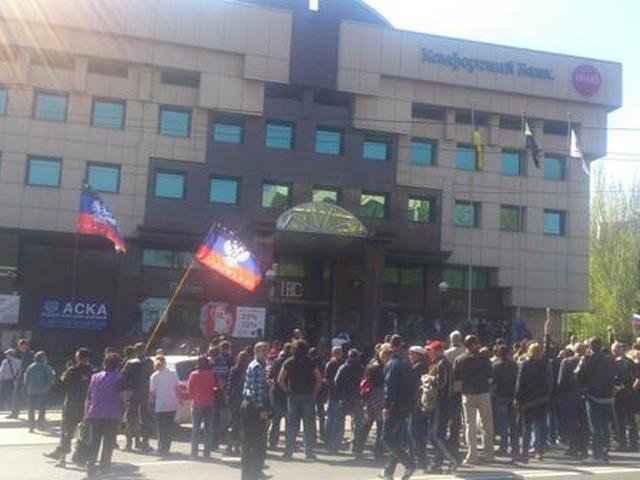 Сепаратисты идут пикетировать Донецкую областную ТРК с требованием прекратить цензуру [Фото]