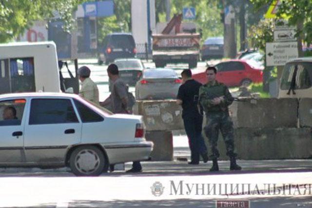 Сепаратисты поставили блокпост в центре Донецка [Фото]