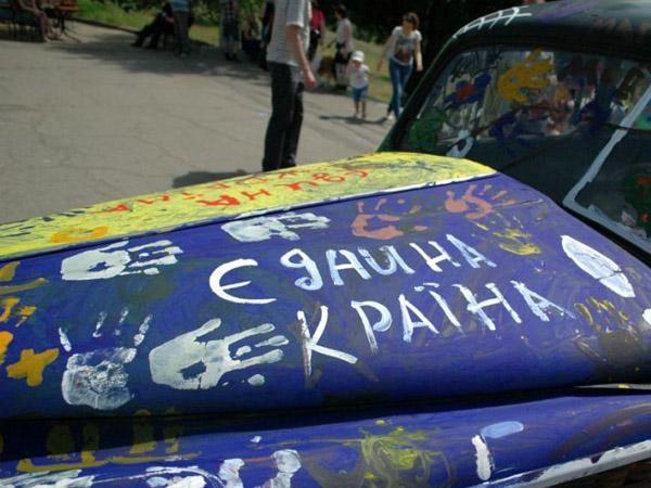Фото дня: В Запорожье появилась патриотическая ретро-машина