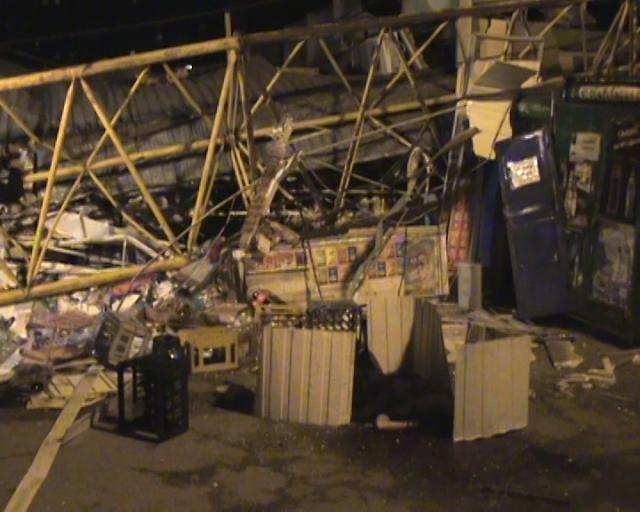 В Харькове упал строительный кран: 1 человек погиб, 5 - пострадали [Фото. Видео]