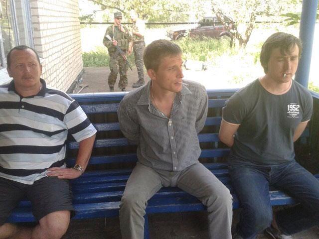 Военные захватили боевиков и российских журналистов под Краматорском [Фото]