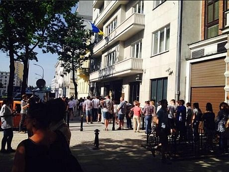 Избирательные участки в Москве усиленно охраняют: избирателей пропускают через металлодетекторы