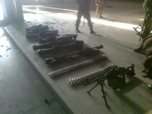 В Донецком аэропорту нашли оружие из России [Фото]