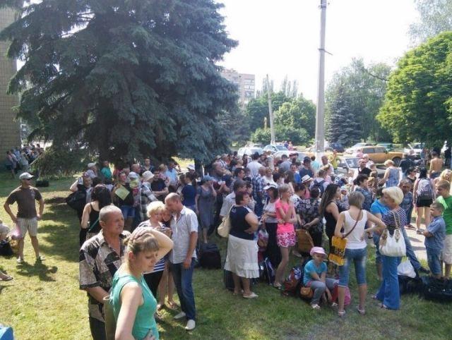 Фото дня: Детей эвакуируют из Славянска