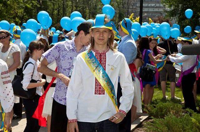 Фото дня: Флаг из 5 тысяч воздушных шариков в небе Днепропетровска