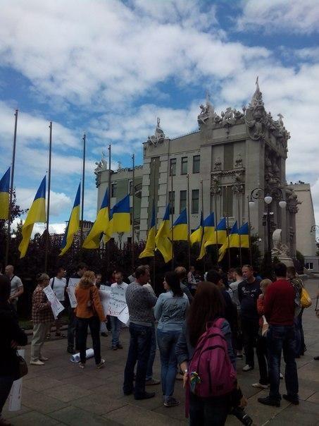 Митинг под АП требовал у Порошенко адекватной реакции на события в стране [Фото]