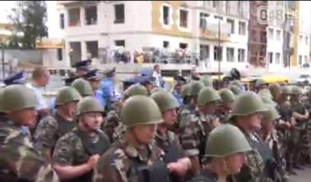 В Одессе драка возле генконсульства РФ между активистами и милицией, есть пострадавшие [Фото]