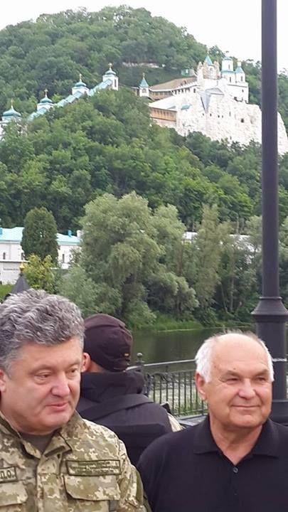 Фото дня: Порошенко приехал в зону проведения АТО