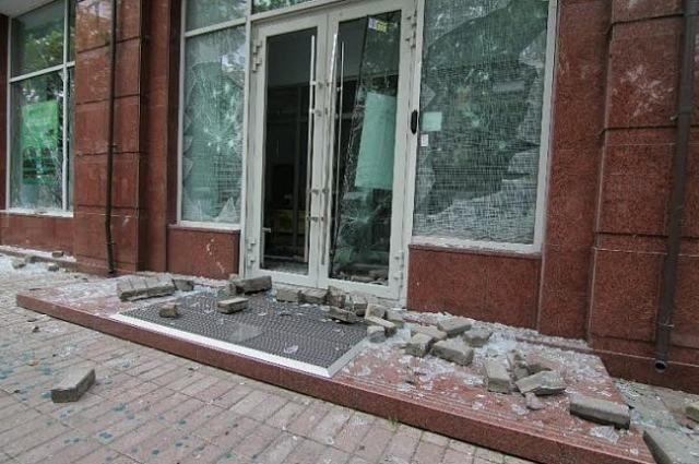 Милиция взялась за разгромленное отделение Сбербанка России [Фото]