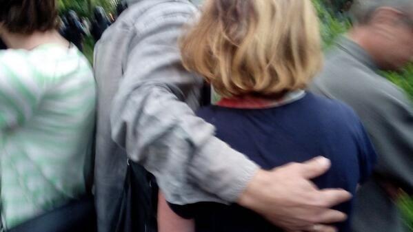 Проукраинский митинг в Харькове: женщине разбили голову, стримеру — телефон [Фото]
