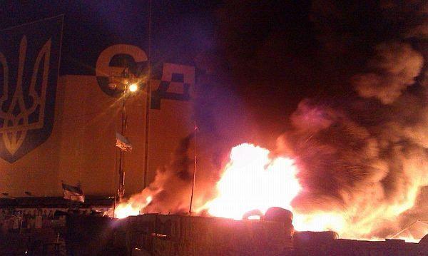 Ночью горели баррикады на Майдане [Фото]