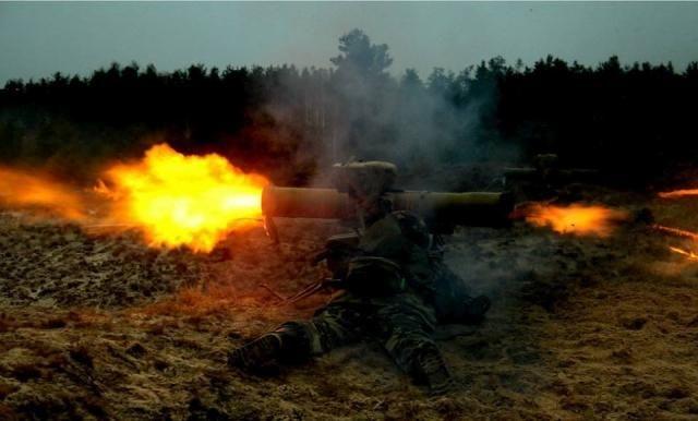 ФОТО ДНЯ: украинские военные уничтожают танки террористов из ПТУРС