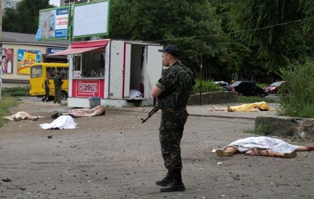 В результате обстрела террористами жилых районов Луганска погибли около 20 человек