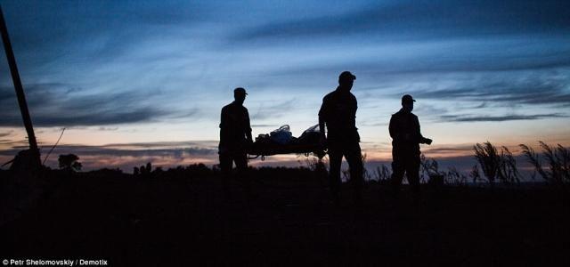 Фото дня: тела жертв с Boeing 777 наконец вывезли с места трагедии