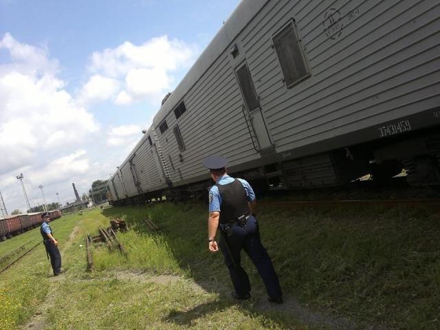 Поезд с телами погибших в авиакатастрофе малайзийского самолета прибыл в Харьков [Фото]