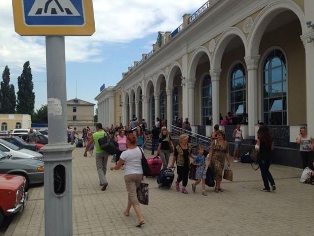 ФОТО ДНЯ: жители Славянска возвращаются домой