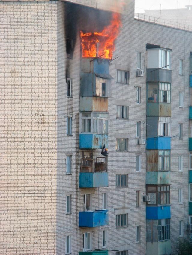 В Бердянске горела многоэтажка, есть жертва [Видео]