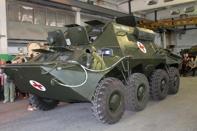 Николаевские десантники получили в подарок уникальный бронереанимобиль [Фото]