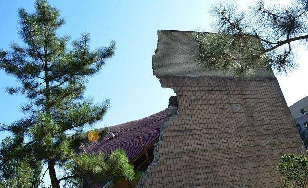 Террористы уничтожили главный музей истории Донецкой области: восстановлению не подлежит [Фото]