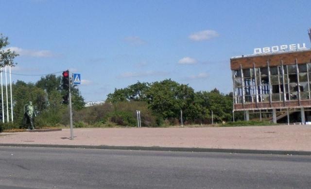 В Донецке облили краской памятник Кобзону [Фото]