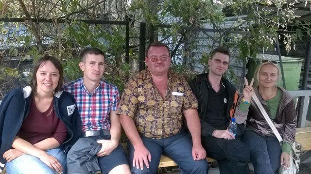 Россияне, которых задержали за украинский флаг, уже на свободе [Фото]