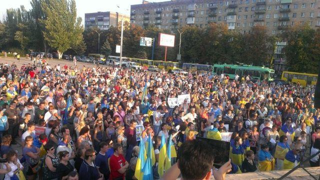 В Мариуполе собрался митинг в поддержку украинских военных [Фото]
