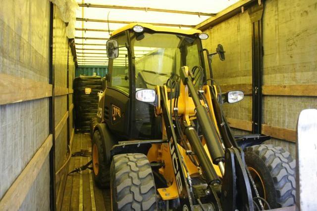 В Запорожье прибыли первые 8 грузовиков с немецкой гумпомощью [Фото]