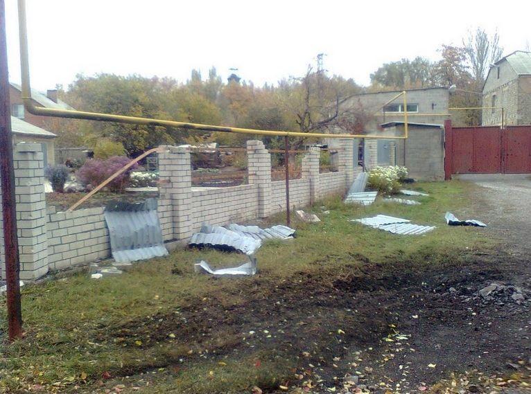 В Донецке до сих пор раздаются залпы и взрывы [Фото]