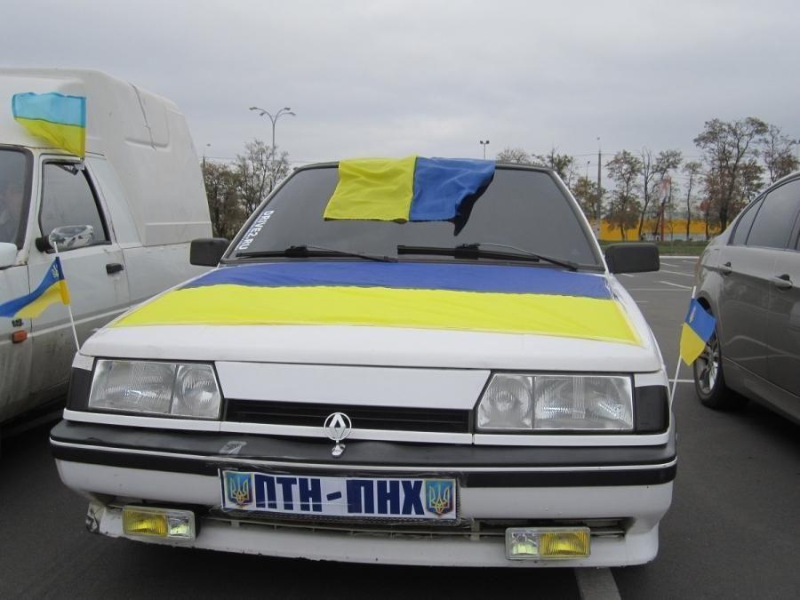 Мариупольцы провели патриотический автопробег [Фото]